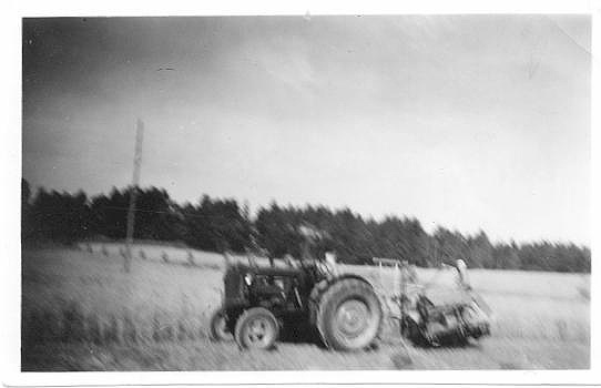 BACKGÅRDEN 1950-tal (Fordson traktor)